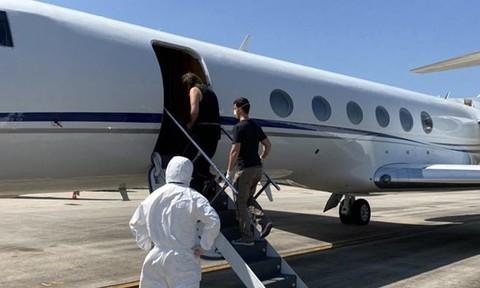 Máy bay của Cảnh sát Hoa Kỳ tại sân bay Quốc tế Nội Bài, dẫn giải 2 đối tượng nguy hiểm về nước