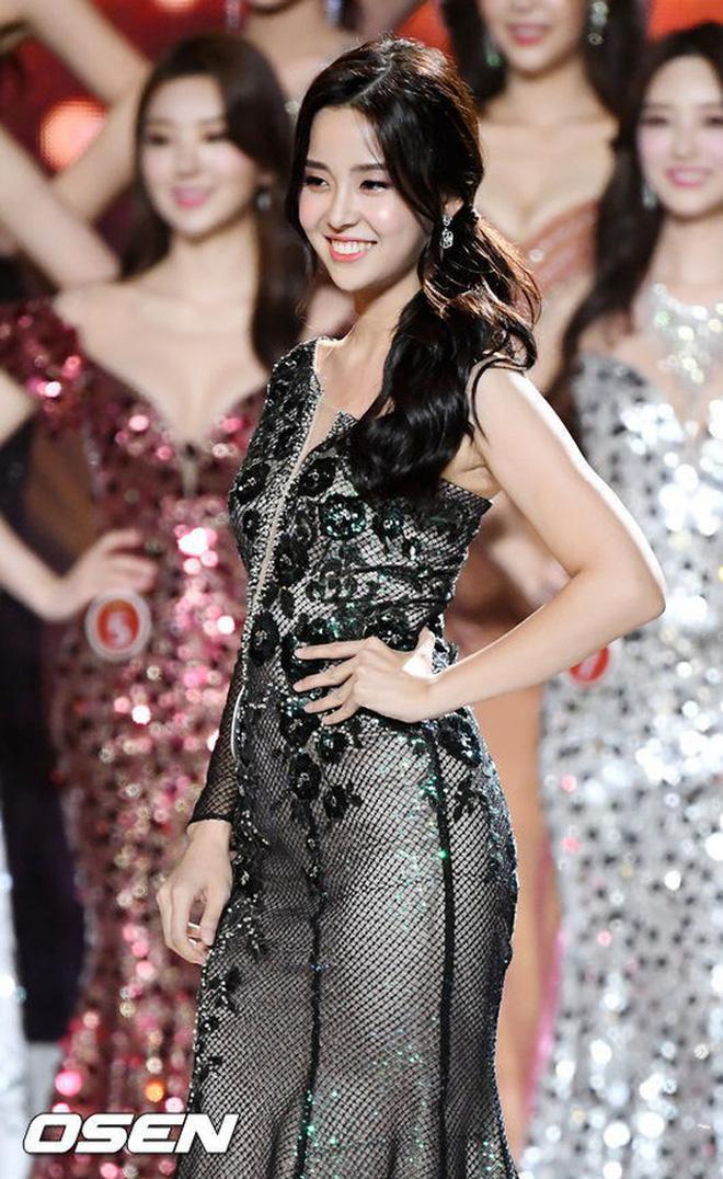 Hoa hậu Hàn Quốc 2019 Kim Sae Yeon nhận được vô số lời khen từ netizen nhờ diện mạo không thua kém các diễn viên tại xứ kimchi