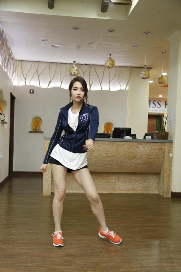 Hoa hậu Hàn Quốc 2012 Kim Yoo Mi mất điểm với tỉ lệ body lệch do lưng dài. Vì khuyết điểm này, cô trông cao khoảng 1m72 dù chiều cao thực tế là 1m76. Cô cũng lộ bắp đùi kém thon trong đêm thi