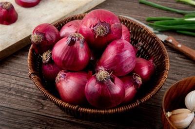 Hành tây đỏ có thể được ứng dụng để chữa bệnh.