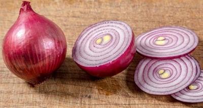 Trong hành tây đỏ có hợp chất onionin A giúp giảm viêm và chống đau rất tốt đối với nhiều chứng bệnh khác nhau chứ không chỉ riêng đối với tuyến giáp.