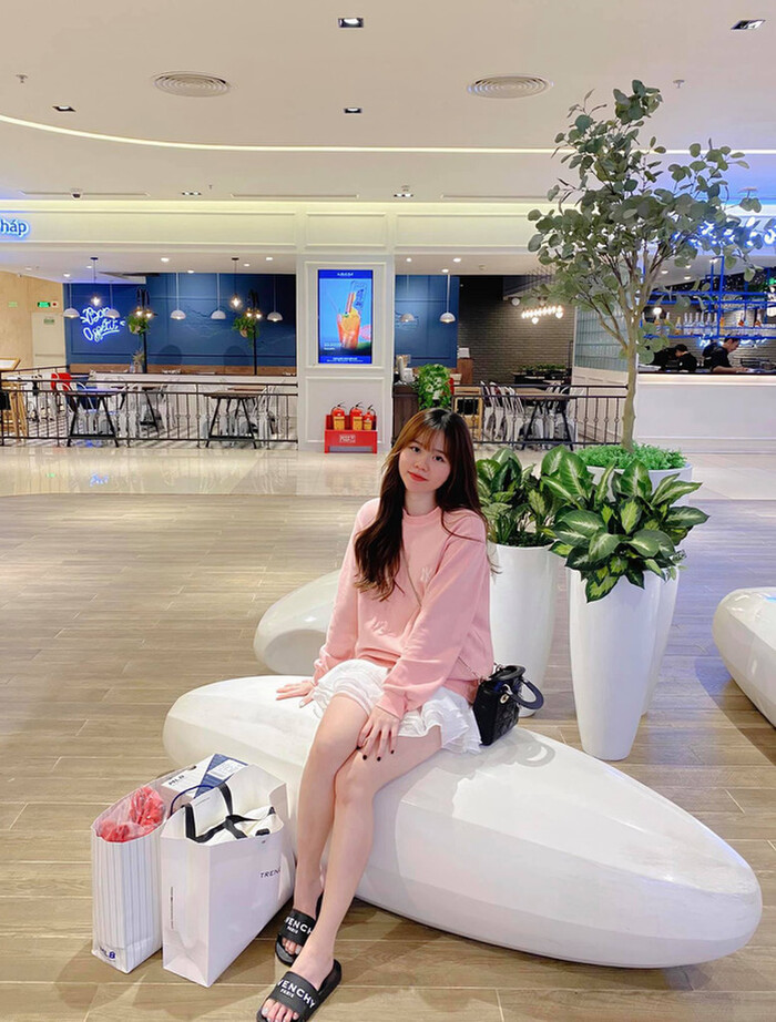 Bạn gái Quang Hải khoe mua nhà ở tuổi 21
