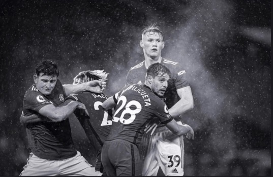 Harry Maguire đăng bức ảnh'bật lại' những phát biểu của HLV Lampard, cho rằng Chelsea đáng hưởng quả 11m từ lỗi của đội trưởng MU