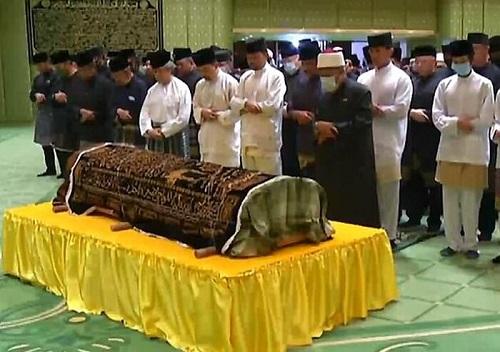 Hình ảnh tại tang lễ của Hoàng tử Azim. Ảnh: RTB News