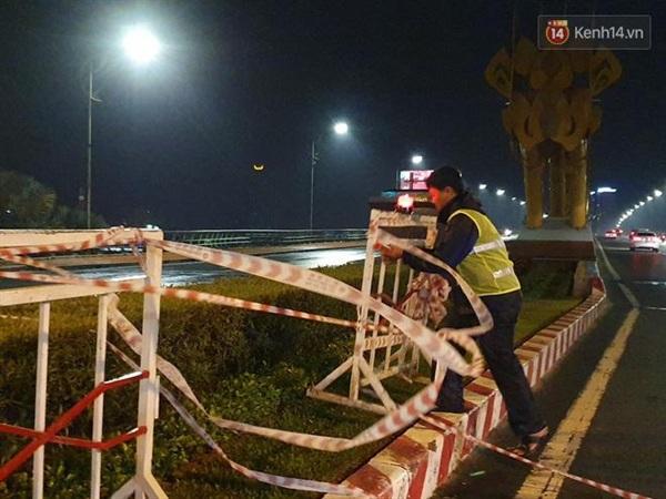 Đà Nẵng triển khai lực lượng chốt chặn, thực hiện rào chắn tại các cây cầu bắc qua sông Hàn (Ảnh: Hà Nam)