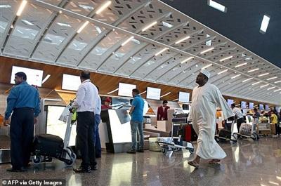 Các hành khách nữ được yêu cầu kiểm tra vùng kín ngay tại sân bay. Ảnh minh họa