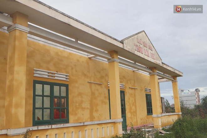 Trạm y tế tốc mái, thiệt hại nặng nề (Ảnh: Văn Tiên)