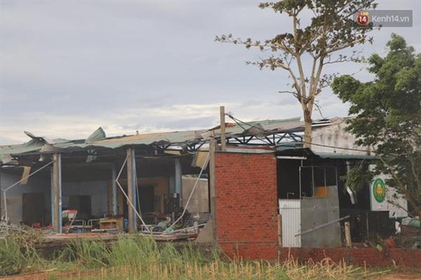 Nhiều nhà dân thiệt hại tài sản (Ảnh: Văn Tiên)