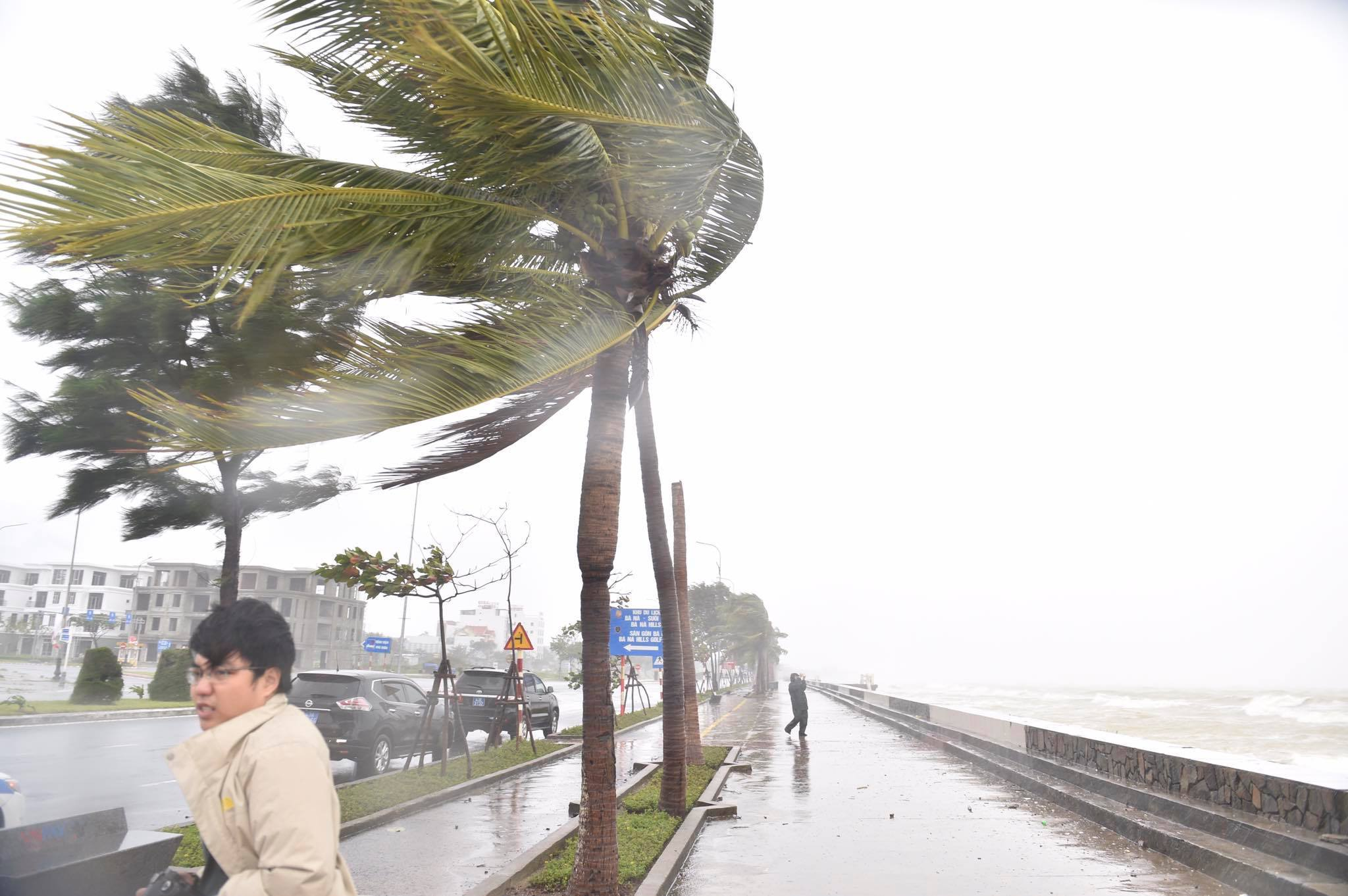 Bờ biển Đà Nẵng gió to