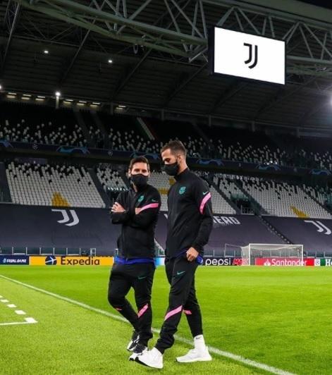 Messi và Barca đã ở sân Allianz, chỉ tiếc không có Ronaldo