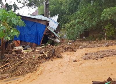 Mưa lớn gây sạt lở nghiêm trọng tại huyện Nam Trà My, tỉnh Quảng Nam. Ảnh: Báo Chính phủ.