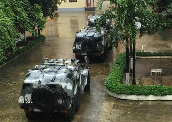 Xe đặc chủng sẵn sàng ứng cứu trong điều kiện mưa bão đổ bộ (Ảnh: Nguyễn Thành)