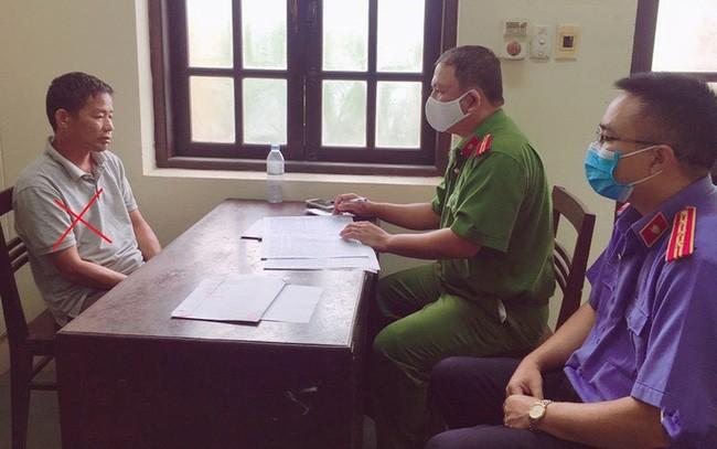 Nguyễn Đình Chiến tại cơ quan công an - Ảnh: Công an Hà Nam