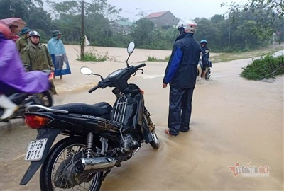 Mưa lớn khiến mực nước sông Cả dâng lên nhanh