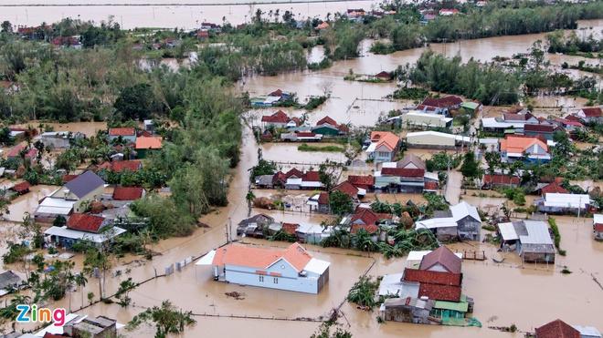Nước lũ dâng cao tại nhiều khu vực ở tỉnh Quảng Ngãi. Ảnh: Phạm Ngôn/Zing.vn
