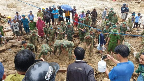 Lực lượng chức năng nỗ lực tìm kiếm các nạn nhân