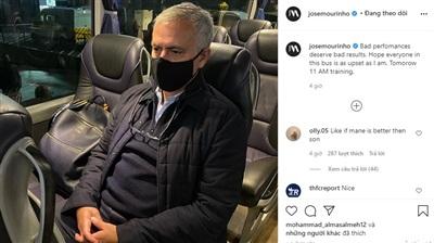 Mourinho bị chỉ tríchvì mắng học trò quá đáng, trong khi đáng ra những điều này nên nói trong phòng thay đồ