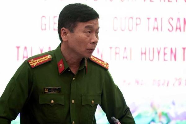 Đại tá Bình thông tin về vụ việc trong buổi họp báo.