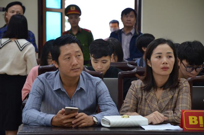 Vợ chồng anh Hưng mong HĐXX phán quyết nghiêm khắc với bị cáo.