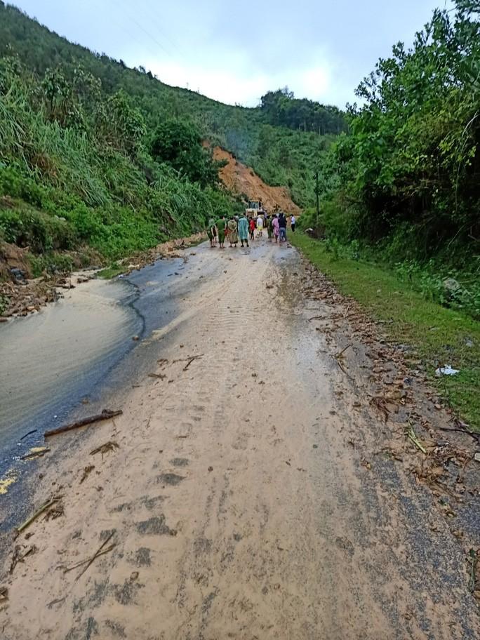 Khu vực nơi xảy ra vụ sạt lở núi ở thôn 4, xã Trà Tân.
