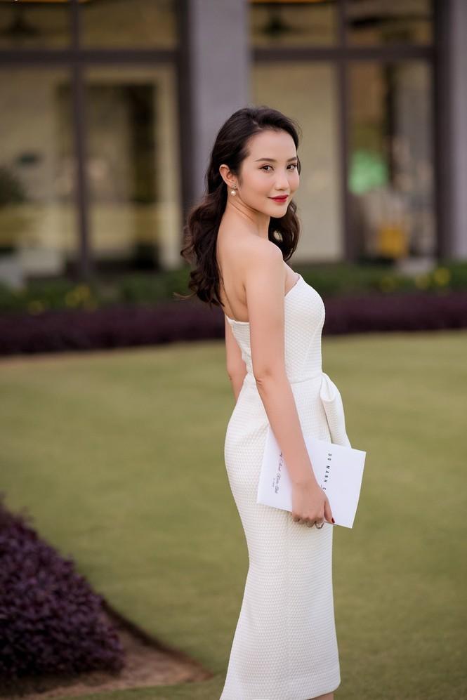 Ngoài ra, Primmy Trương còn tham gia giảng dạy môn Xây dựng hình ảnh, kỹ năng mềm trong kinh doanh. Từ lâu hot girl sinh năm 1992 còn là người mẫu ảnh và beauty blogger được nhiều thương hiệu mỹ phẩm, thời trang săn đón.