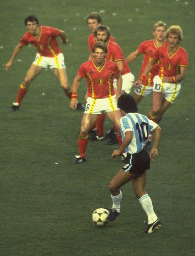 Bức ảnh nổi tiếng 'Maradona 1 cân 6'