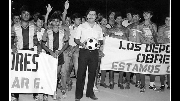Pablo Escobar trong vai nhà bảo trợ bóng đá Colombia