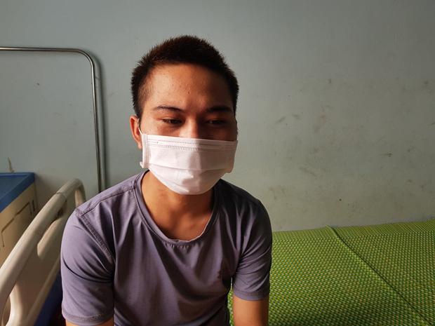 Ngoài việc đánh D., T. cũng khai nhận trong quán còn có em Võ Văn Đ., 21 tuổi, ở cùng quê Quảng Ngãi, ra làm việc từ tháng 2/2020 cũng nhiều lần bị đối tượng đánh vì hành vi lười làm, hoặc ăn vụng đồ ăn của khách.
