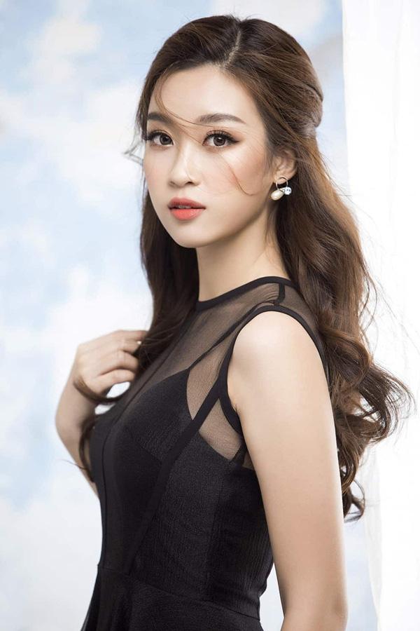 Sau 4 năm đăng quang Hoa hậu, hình ảnh của Đỗ Mỹ Linh được phủ sóng nhiều nhất trong các sự kiện văn hóa giải trí. Ngoài công tác từ thiện, cô còn tích cực với công việc làm MC ở VTV, tham gia gameshow và còn là giám khảo của nhiều cuộc thi nhan sắc. Trong mắt khán giả, hình ảnh Đỗ Mỹ Linh vẫn luôn tốt đẹp.