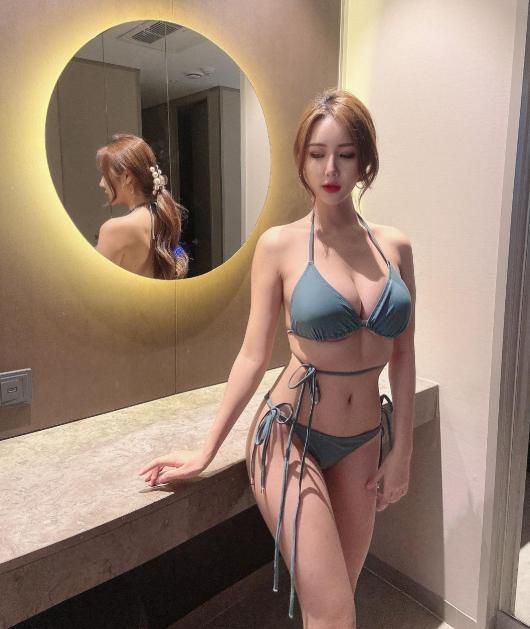 Cô nàng được trời phú cho body đẹp mỹ mãn, sở hữu đường cong như muốn thiêu đốt trái tim người khác dù cũng vướng không ít nghi vấn chỉnh sửa.