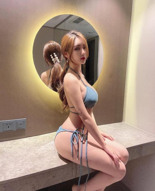 Yunju theo đuổi lĩnh vực kinh doanh thẩm mỹ kiêm nghề mẫu ảnh, đại diện thương hiệu và sở hữu trang cá nhân hơn 150 lượt theo dõi.