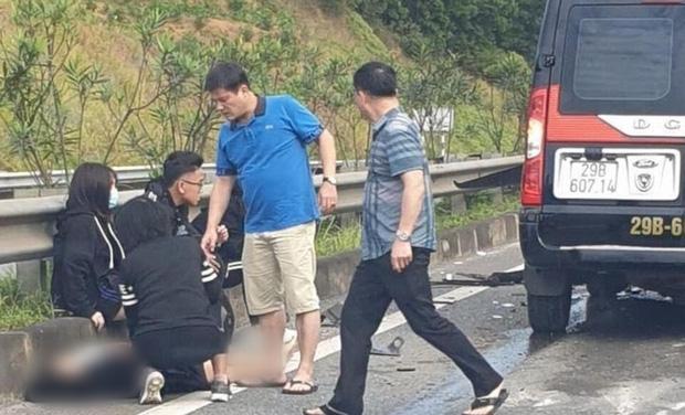 Nhiều nạn nhân bị thương nhanh chóng được đưa đi cấp cứu.