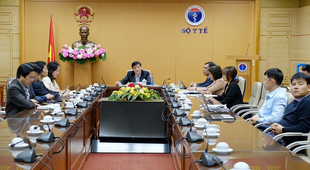 GS.TS Nguyễn Thanh Long- Bộ trưởng Bộ Y tế chủ trì cuộc họp khẩn chiều ngày 30/11 tại điểm cầu Bộ Y tế Ảnh: Trần Minh