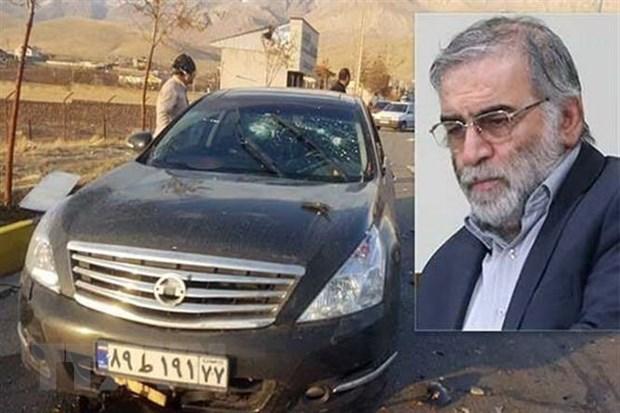 Chiếc xe (trái) của nhà khoa học hạt nhân Iran Mohsen Fakhrizadeh (phải) bị phá hủy trong một vụ tấn công vũ trang ở thành phố Absard, gần Tehran. (Ảnh: IRNA/TTXVN)