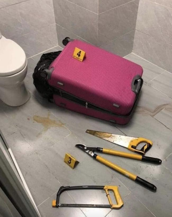 Vali nghi phạm dùng giấu xác nạn nhân sau khi phân ra.