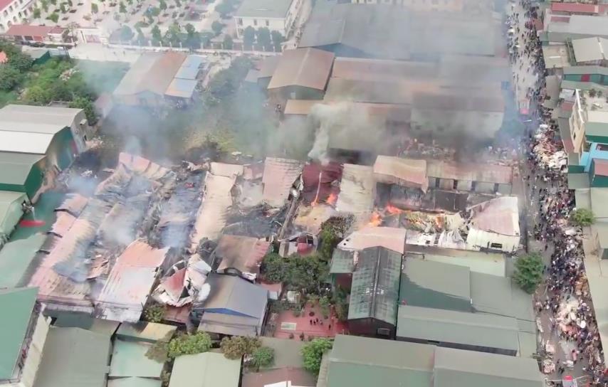 Hiện trường vụ cháy nhìn từ trên cao.