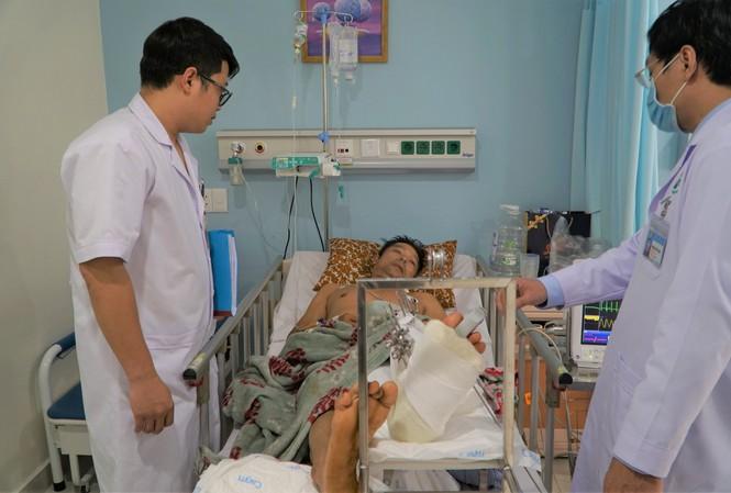 Bệnh nhân Đ. được các bác sĩ phẫu thuật chân thành công. Ảnh: Tiền Phong