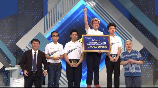 Kết quả chung cuộc, nam sinh Sơn Tùng (THPT Yên Viên - Hà Nội) giành ngôi vị Quán quân với 310 điểm (Ảnh: Fanpage Đường lên đỉnh Olympia)