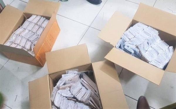 Một số kiện hàng trong lô hàng bị thu giữ. Ảnh: VTC News