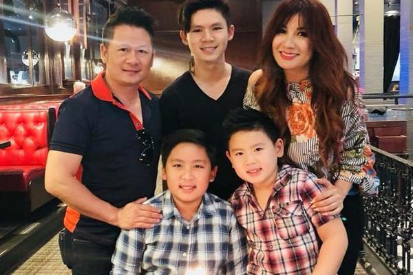 Bằng Kiều cùng vợ cũ và 3 con trai.