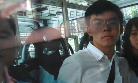 Hoàng Chi Phong được đưa đến toà nghe tuyên án vào ngày 2-12- Ảnh: Reuters