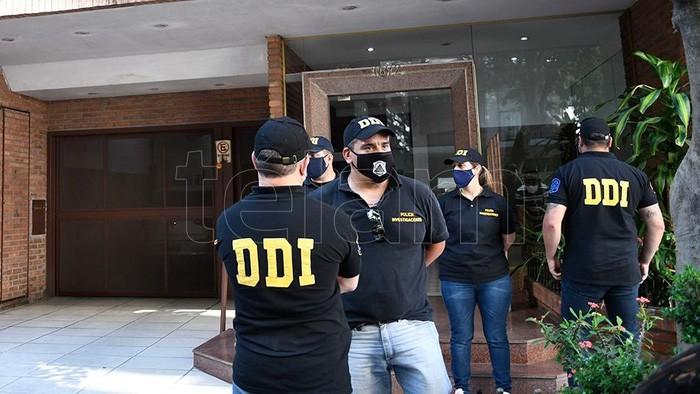 Cảnh sát khám nhà Augustina Cosachov.