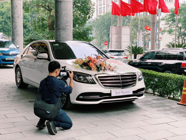 Chiếc xe 'Mẹc' chiếm trọn spotlight tại địa điểm khách sạn