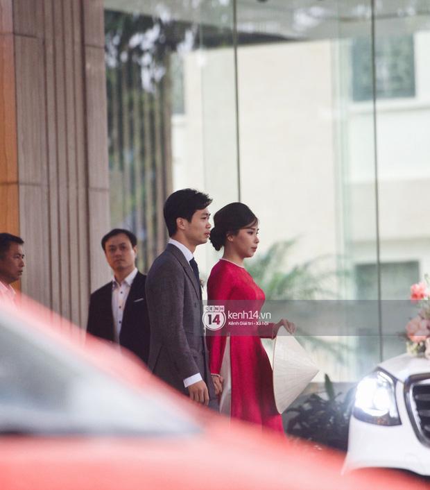 Công Phượng - Viên Minh đã di chuyển tới địa điểm tổ chức đám cưới, chuẩn bị khép lại chuỗi ngày hôn lễ và chính thức trở thành vợ chồng