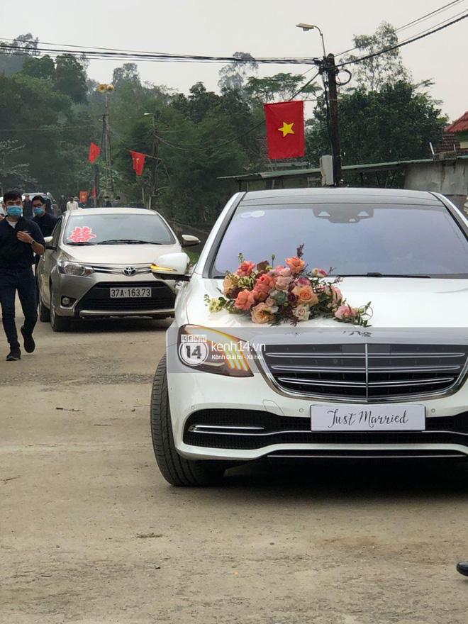 Đoàn rước dâu của Viên Minh và Công Phượng đã về đến làng