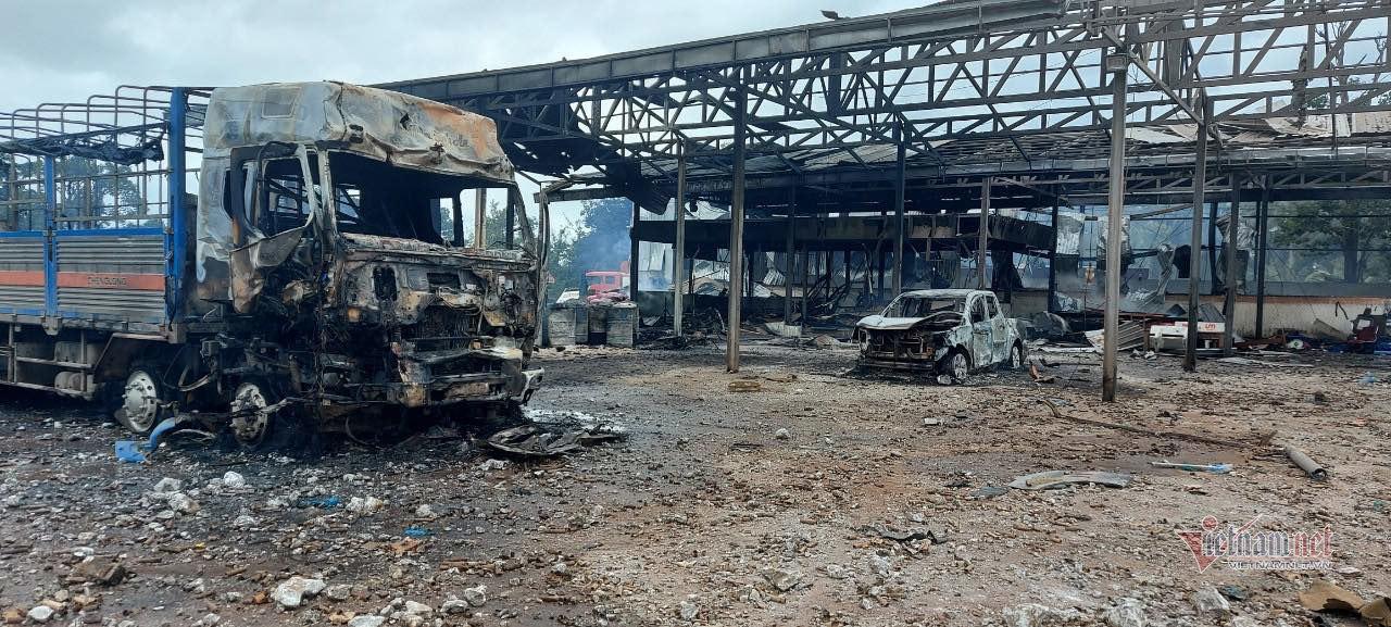 Ngọn lửa thiêu rụi kho chứa vật tư cửa khẩu Hải quan Lào.