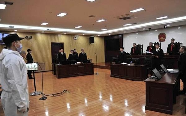 Phiên tòa xét xử người đàn ông họ Lưu.