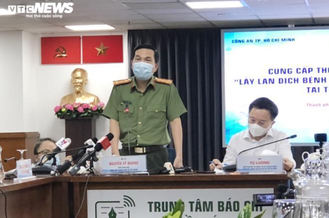 Đại tá Nguyễn Sỹ Quang, Phó Giám đốc Công an TP.HCM phát biểu tại họp báo. Ảnh: VTC News
