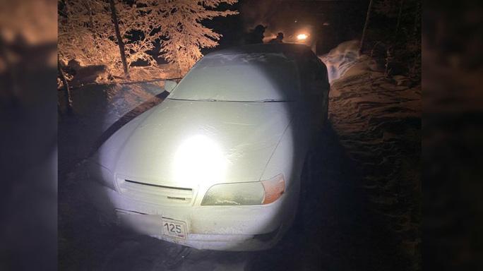 Chiếc xe hơi của hai thanh niên. Ảnh: ykt.sledcom.ru