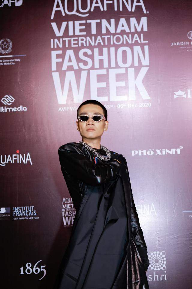 Nam rapper khoe phong cách thời trang cực chất trong trang phục mới nhất đến từ NTK Nguyễn Tiến Truyển